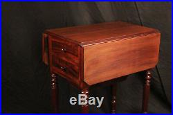 Table à ouvrage en acajou, table de chevet / bed side table mahogany